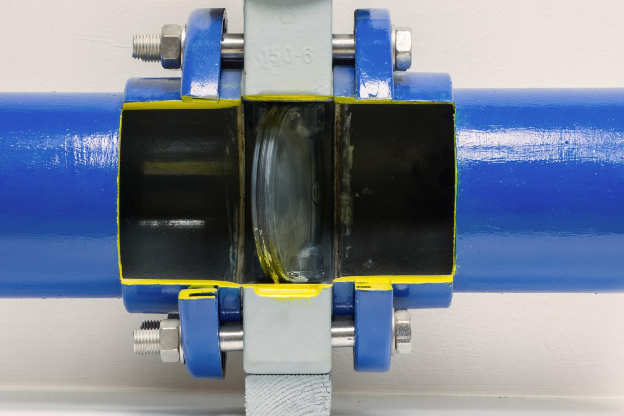 Valve flap of a gas pipeline